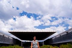 Retrato de mujer con objeto flotante al fondo (soyignatius) Tags: horizontal mxico mexico 2009 museonacionaldeantropologia mjico