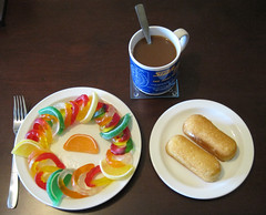 Gummi worm insalata & twinkies and coffee