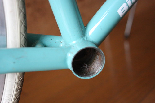 Frame without bottom bracket