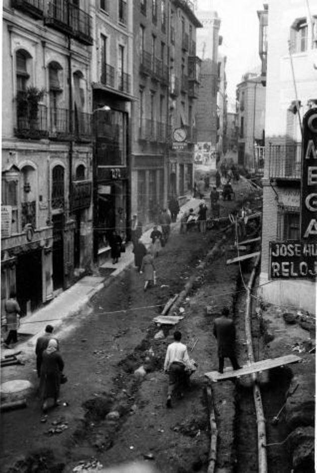 Obras de canalización de las aguas del río Torcón en Toledo en 1948. Calle Toledo de Ohio (Cuesta de Belén)