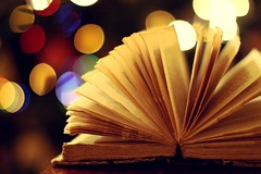 """You cannot open a book without learning something"" (in Explore) (Love is the key) Tags: christmas uk light usa london love america canon vintage fun eos 50mm reading book nice heart bokeh 14 libro books shelf presents toni luci feeling joyful tones natale bel scrivania cuore amore learn leggere regali sentimento lucine semplicity imparare 450d diverimento"