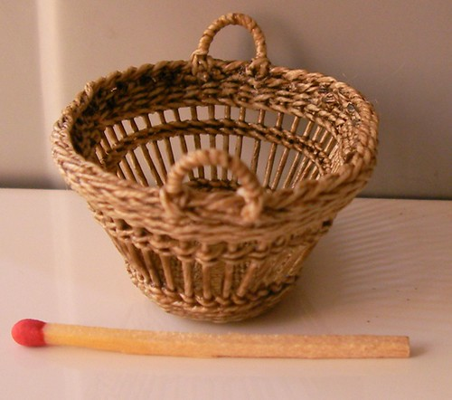 CDHM Artisan Lidi Stroud, IGMA Artisan of Nambucca's Little Shoppe has made a clothes basket in 1:12 scale, with handles and ready for the dollhouse miniature doll