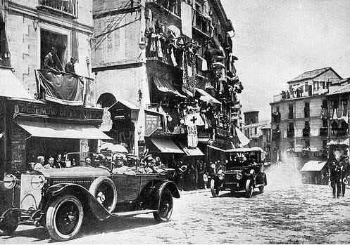 10 junio 1924. Visita de los Reyes de España e Italia a Toledo. Los Reyes de España e Italia entrando en Zocodover.