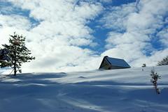 Bouirex (Arige/Pyrnes) (PierreG_09) Tags: neige contrejour cabane pyrnes pirineos arige bouirex