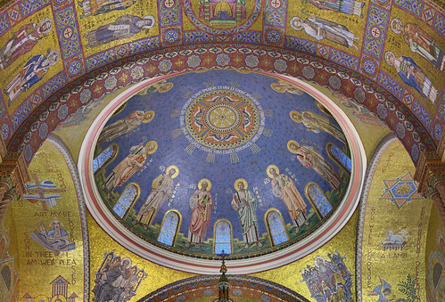 Cathedral Basilica of Saint Louis, in Saint Louis, Missouri, USA - Dome of the Apostles over the sanctuary