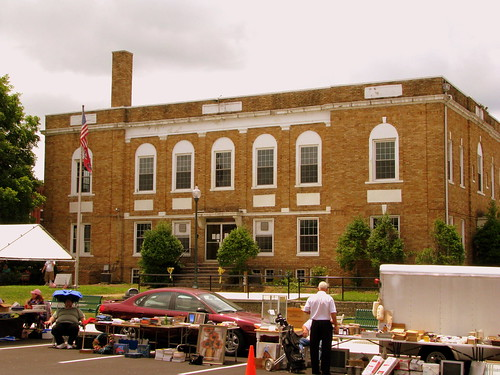 Hickman County Courthouse and Swap Meet (2009)