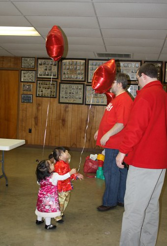 toddlers + balloons = party time