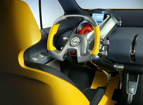 Opel Trixx volante