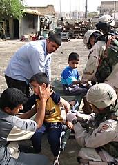 heat20050402 (averagejoepro) Tags: iii oif oifiii medics civilians