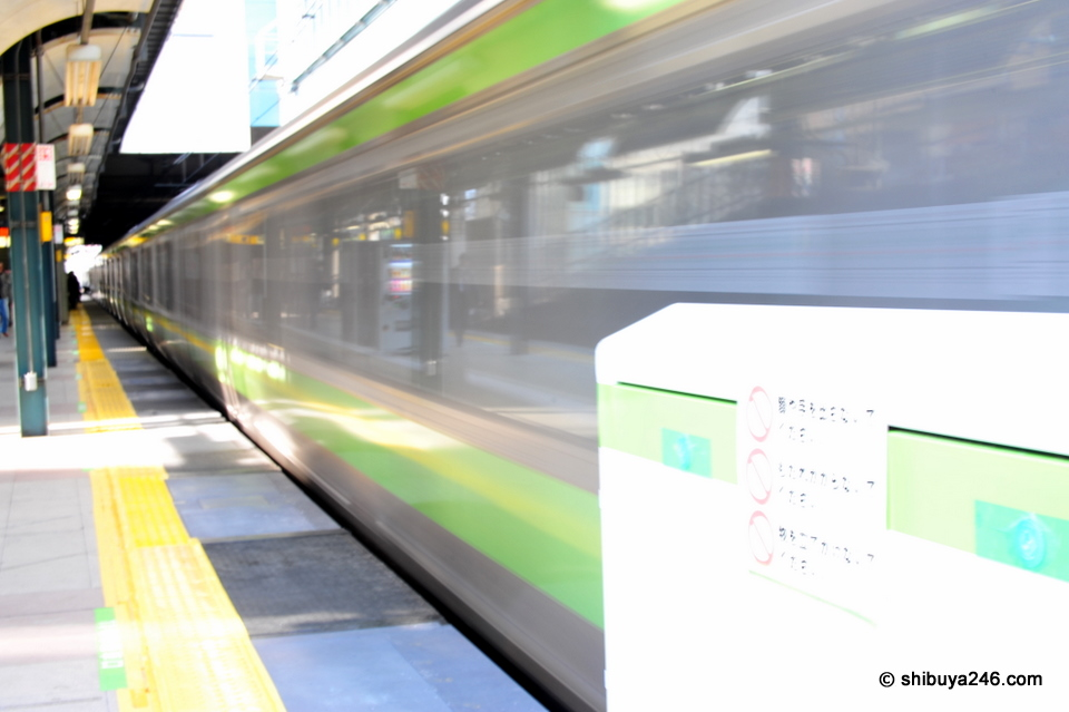 The Yamanote Line leaves the station passing the test gate section.
