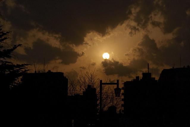 雲間の夕日