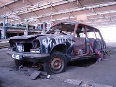 Peugeot 304 break (Raphael Drake) Tags: graffiti tag graff exploration peugeot usine urbex 304 urbaine abandonné epave desaffecté