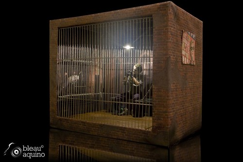 1:6 Scale Hot Toys Joker with Gotham Prison Diorama