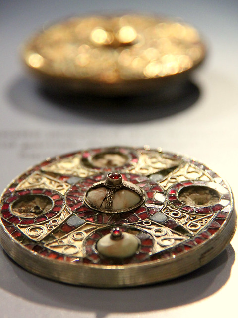 Jewelled discs