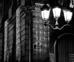 Place Vendme (erikomoket) Tags: xmas light bw paris france night nikon decoration newyear nb explore lamps nuit  lampadaire 256  placevendme        favorites10 seeninexplore d5000 inandoutofexplore blackwhitephotoaward erikomoket  favorites10ext