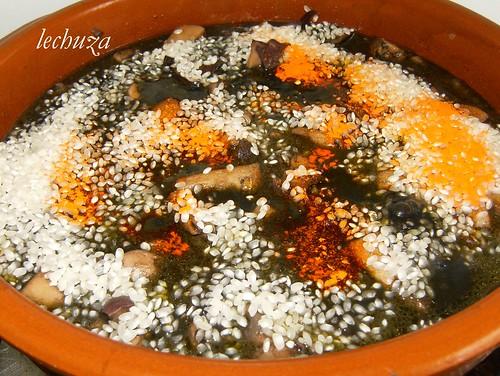 Jibia en tinta con arroz-ponemos arroz y colorante