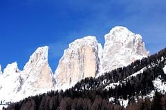 Dolomiti da Campitello (saveriox) Tags: canon italia neve rocce inverno montagna dolomiti campitello valdifassa 40d rocciose