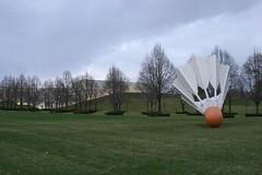 (smellycatsmells) Tags: trees art museum garden gallery kansascity missouri nelsonatkins shuttlecock