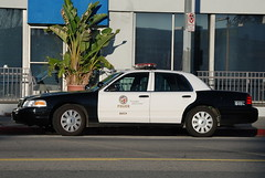 LOS ANGELES POLICE DEPARTMENT (LAPD) (Navymailman) Tags: ford car la los angeles police vehicle l law enforcement department cruiser blvd lapd reseda crownvictoria tarzana crownvic policeinterceptor a losangelespolicedepartment
