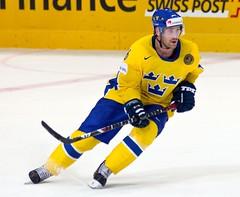 Marcus NILSON (Sweden) - 8621 (Francis Larrède Photography) Tags: hockey schweiz switzerland suisse sweden icehockey bern berne 2009 forward suede nilson eishockey worldchampionships ijshockey hokej marcusnilson attaquant championnatsdumonde postfinancearena