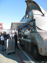 IMG_1708 (citywalker) Tags: seattle waterfront may foodtruck 2011 pigtruck maximusminimus waterfrontpresentation