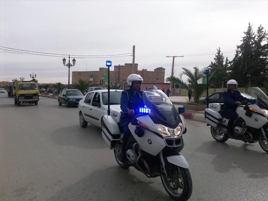 صور الشرطة الجزائرية............... 4117521076_a435aa30e3_b