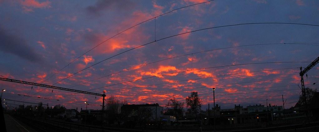 Hajnal az állomáson - pano