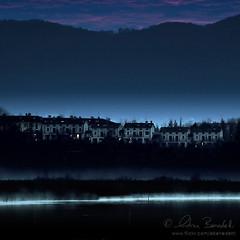 silent night (Ąиđч) Tags: blue houses winter italy mist lake como cold andy water landscape lago dawn cozy italia alba blu andrea andrew case pre prima nebbia acqua inverno freddo paesaggio benedetti ąиđч