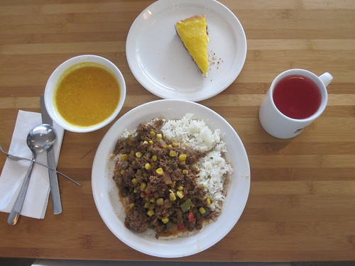 Soup, créole beef with rice, mango cheesecake, lemonade - 10$
