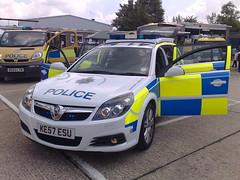 HERTS POLICE VECTRA ESTATE (NW54 LONDON) Tags: police 999 policecars emergencyvehicle vauxhallvectra trafficcar hertfordshirepolice vauxhallmoavano