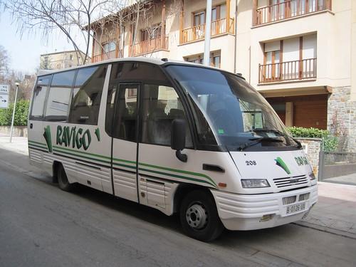 Microbus Iveco de l'empresa RAVIGO a Ripoll (Ripollès)