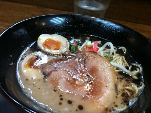 猪や 黒とんこつ麺 細麺 2011-06-02