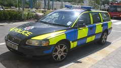 Essex Police / Volvo V70 / Traffic RPU Car / QR09 / EU08 AEF (Chris' 999 Pics) Tags: old uk light england woman man film car station speed hospital volvo bill pc bars pix order fuji cops traffic united nick fine blues police samsung kingdom cop finepix copper vehicle and leds fujifilm service law enforcement breakers emergency 112 essex rapid coppers pursuit arrest policeman unit chelmsford 999 constable 991 broomfield v70 twos strobes rpu policing lightbars rotators vluu pl81 sl630 pl80 esspol s2750hd qr09 eu08aef