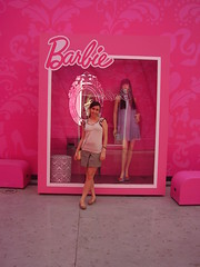 Eu na caixa da Barbie!!! Weeee (Tati-araujo) Tags: galeria barbie melissa ultra ladydragoncorao