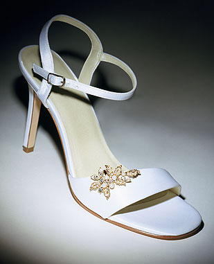 Bridal sandal with sparkle brooch.