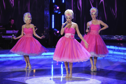 Carrie-Underwood-Show-pink