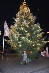 Farah unter dem Weihnachtsbaum