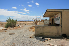 abandoned apartment building in Salton City (by: slworking2, creative commons license)