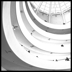 The spiral (Marchingegno) Tags: new york museum architecture franklloydwright guggenheim museo wright architettura d90