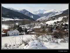 San Millán desde Berceo, La Rioja (Josepargil) Tags: blanco nieve 7d casas canoneos monasterio pueblos montañas larioja berceo sanmillan updatecollection josepargil
