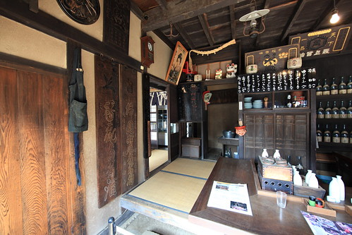 Japanese old style bar / 居酒屋(いざかや)