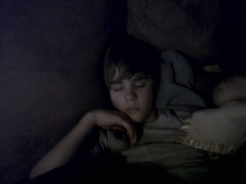 justin bieber sleeping pictures. Justin Bieber sleeping
