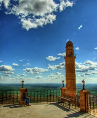 Terrace, Mardin (Nejdet Duzen) Tags: trip travel cloud turkey terrace minaret trkiye mosque plain mardin ova bulut camii minare turkei teras seyahat supershot mywinners anawesomeshot impressedbeauty mezopotamya saariysqualitypictures ehidiyecamii sehidiyemosque