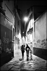 Milano, via Bagnera (Fabio McCaree) Tags: street nikon milano f2 nikkor 35 maku d700 drmaku