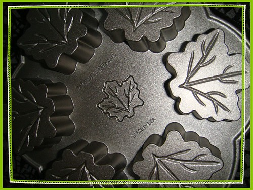 maple leaf pan