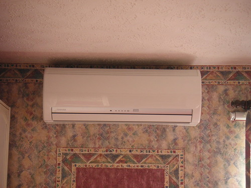 ceiling airconditioner airconditioning usedbysomeone