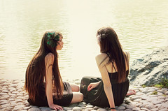 Friendship. (A U D E) Tags: park girls portrait sun sunlight lake black vintage hair twins shoot dress photoshoot c s retro kristin indie deviantart aude carmen headband mouvement greentable