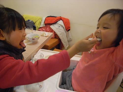katharine娃娃 拍攝的 3餵食。