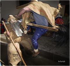 Lantzeko ihauteriak 2010 - carnavales de Lantz 2010 (bolantak) Tags: nikon salto ataque navarra d300 caida nafarroa patada accin ziripot zaldiko nikond300 bolantak lantzekoihauteriak carnavalesdelantz
