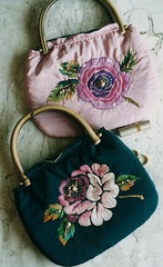 Bolsas de seda (2003) - Rosas (Mrcia Valle) Tags: flowers roses brazil flores brasil bag handmade artesanato feitomo bolsa bordado silkbag bijoubox mrciavalle bolsadeseda